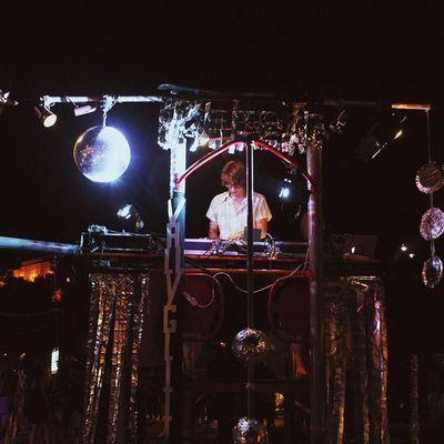 Echte DJs legen vom Klettergerüst aus auf!11!! Vscocam Dj Passau Kunstnacht