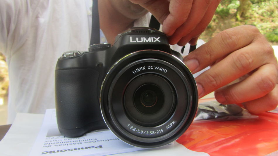Hello my friends, my new photographic machine, what do you think of this Panasonic Lumix FZ72, I like to have comments on what you think, as we are all photography lovers .. and my had was already very old .. a digital 12mp cannon. Thank you My New Camera  Panasonic Lumix Testing My New Camera
