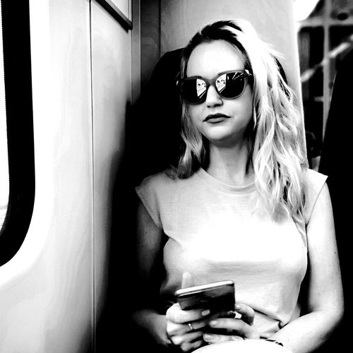Stunner Mobilephotography P20 Pro Huawei Huaweip20pro Huaweiphotography Blackandwhite Bnw Front View Glasses One Person Sunglasses Fashion Lifestyles Young Adult Waist Up Portrait Women Leisure Activity Young Women Beautiful Woman Hairstyle Communication Indoors  Real People Holding