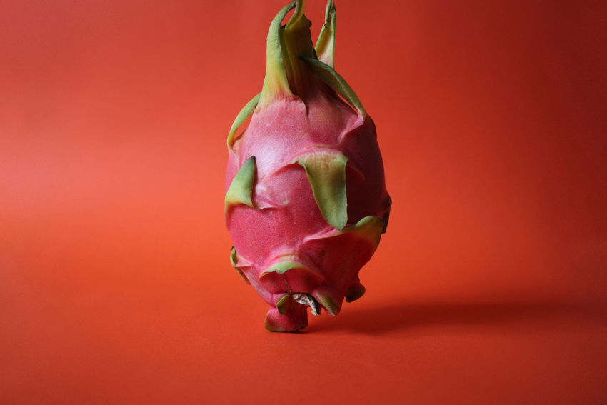 Clean Background Close-up Drachenfrucht Dragon Fruit Dragon Fruits Eat Food Foodphotography Fresh Freshness Fruit Fruits Green Green Color Leaf Organic Organic Food Organics Pastel Pink Pitahaya Pitaya Purple Red Visual Feast Visual Feast BYOPaper!