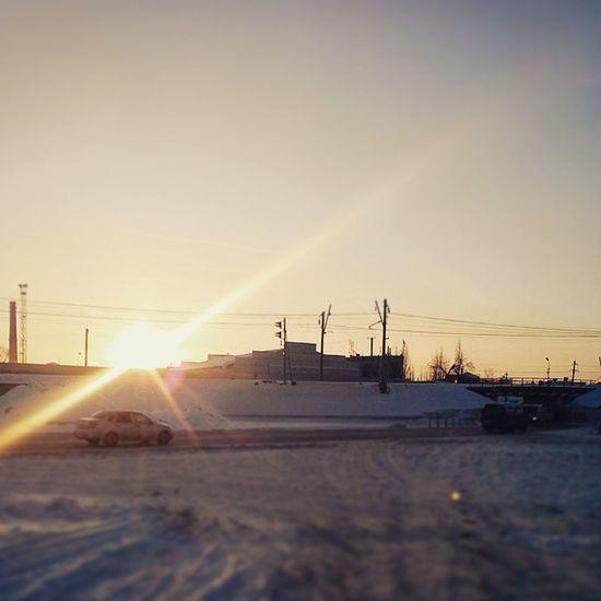 Утро 2января 2015 с видом на Транссиб омск сибирь восход зима Морозисолнце снег индастриал новыйгод рождество Omsk Siberia Frostandsun Frost Snow Sunrice Industrial Industrialsunrice NewYear Christmas