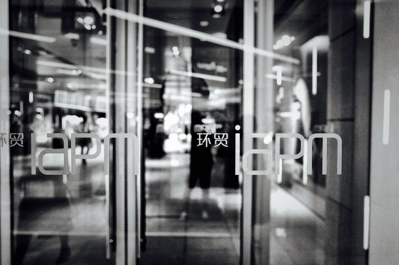 Ricoh GRlll Shanghai Glass - Material Communication Reflection Window Incidental People Text Built Structure Store Window Western Script Entrance Outdoors Building Exterior Architecture Real People Transparent Door Selective Focus Public Transportation