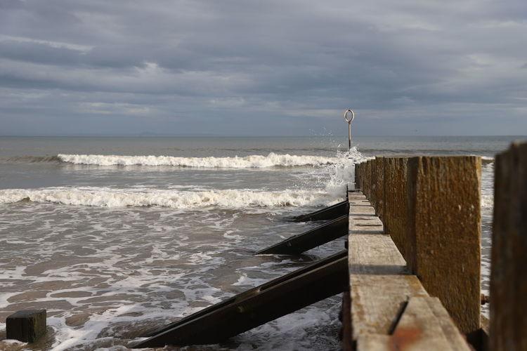 Surf breaking