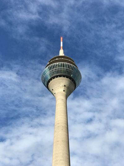 Düsseldorfer Fernsehturm Fernsehturm Düsseldorf Medienhafen Düsseldorf 🌾 Low Angle View Cloud - Sky Sky Built Structure Architecture Tower Tall - High