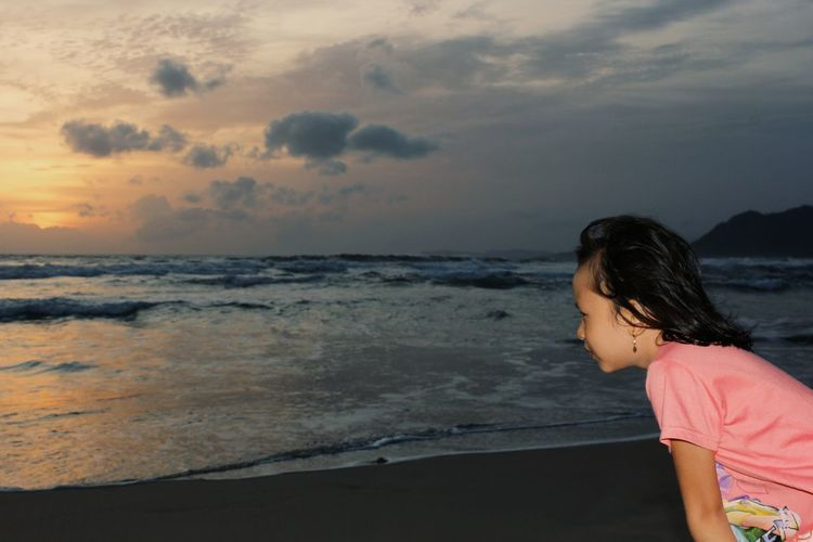 Beach Sea One Person Only Women Cloud - Sky Adult One Woman Only People Sky Sunset Vacations Human Body Part Women Outdoors Standing Adults Only Travel Destinations Lifestyles Young Adult Water Done That.