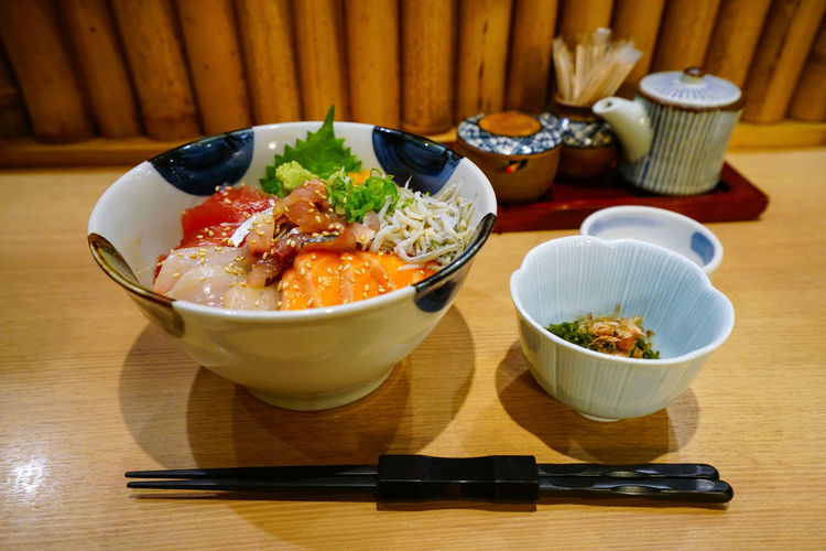 Rice bowl topped with seafood Izakaya Japan Japanese  Japanese Food Japanese Culture Lunch Raw Seafood Wasabi Asian Food Bowl Chopsticks Fish Food Freshness Healthy Eating Meal No People Raw Food Ready-to-eat Restaurant Salmon Salmon - Seafood Sashimi  Table