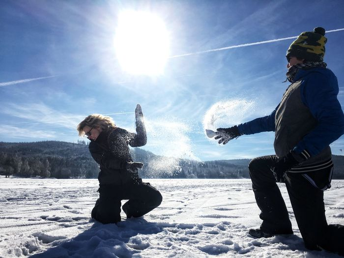 Schneeball Schlacht EyeEm Nature Lover Snow ❄ My Best Photo Snowball Snowball Fight Winter Snow Cold Temperature Sunlight Two People Nature Sky Leisure Activity Family Fun Enjoyment Warm Clothing Child Happiness Emotion Day Togetherness Lifestyles Adult