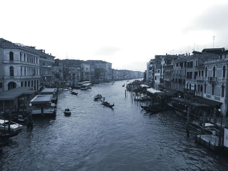 Venezia Venice, Italy Venice Canals Domenicafuoriporta Sale&Pepé Love ♥ Biancoenerophoto Pontedirialto Ponte Di Rialto Water Vintagefilter Vintage Lenses Blackandwhite Scorcio