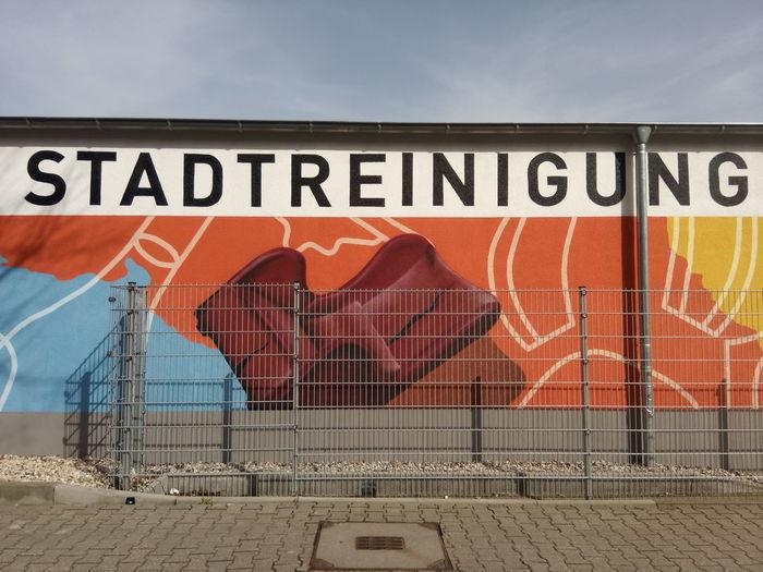 Reinigung Stadtreinigung Leipzig Stadt City Cleaning Germany Deutschland Wand Wall Graffiti