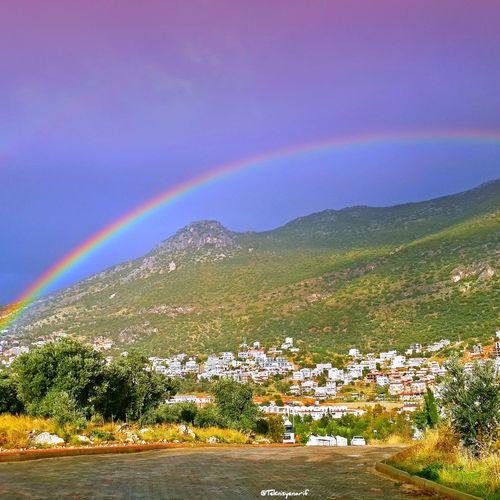 Yağmur sırasında biranda güneş yüzünü gösterince bu güzel görüntü kaçınılmazdı Kalkan Kaş-kalkan Rainbow Rainy Days