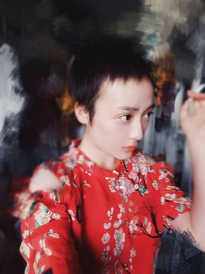 Pretty Taking Photos Check This Out Stare That's Me Hi! Asian Girl Chinese Hello World Art Artist Red Red Lips Dreaming Classic Fashion That's Me Faces Of EyeEm Uniqe Beauty Portrait Taking Photos Model Hide And Seek Enjoying Life