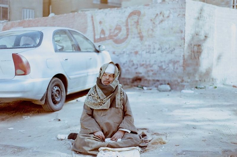 Picture was taken using Pentax K1000 Cairo Sadaqah Poverty Homelessoldman BeTHANKFUL Givecharity Streetphotography Film Photography Pentaxk1000