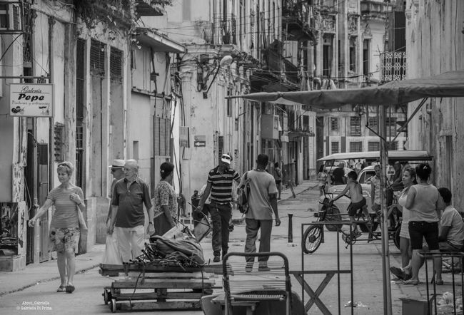 Person Architecture Lifestyles City Street Large Group Of People City Street Streetphotography Outdoors Aboutgabriella Mytravelgram Photography Traveling Nikon Blackandwhite Aroundtheworld Incidental People Cuba Havana Daily Life