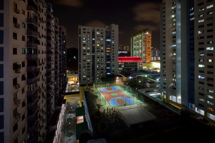 🏀 is life... Cityscapes Visualsgang First Eyeem Photo Architecture Justgoshoot ExploreSingapore Streetphotography Urbanandstreet Urbanexploration Light And Shadow Vanishing Point Minimalpeople Singapore Light Lookdown Chinatown Longexposure Night Nightphotography