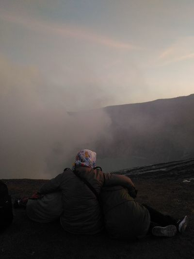 Mother and her sons Enjoying Life Enjoying The View Ijen Crater IjenCrater IjenMountain Indonesiamountains EyeEm EyeEm Gallery Indonesiatourism Justshoot