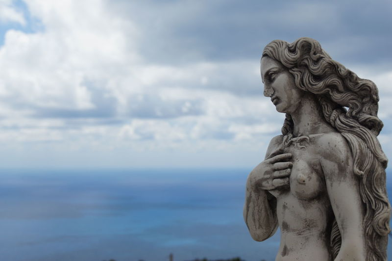 Statue of angel against sky