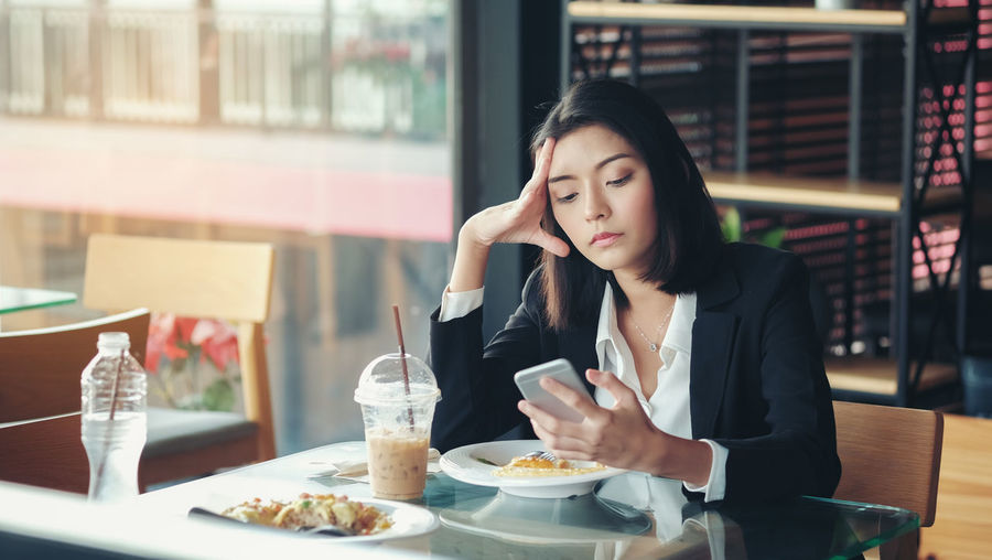 Young woman sitting in restaurant