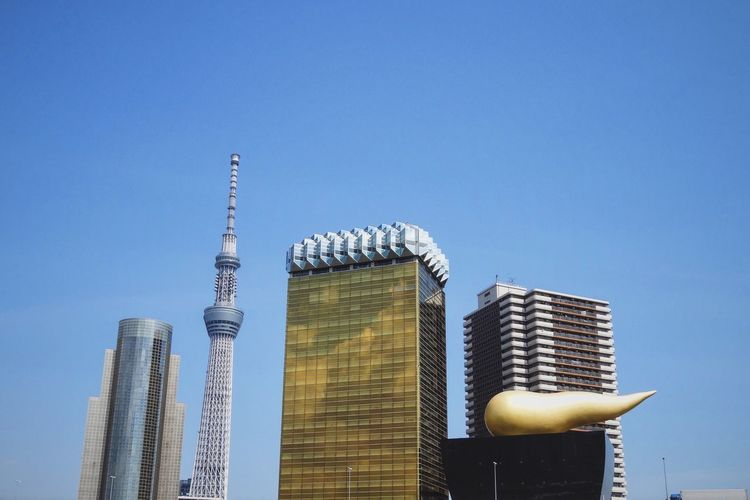 Modern Architecture Tower Buildings Built Structure Architecture City Modern Blue Sky Clear Sky Reflection in Tokyo , Japan