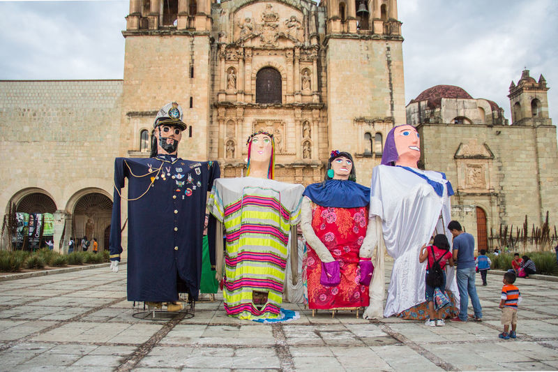 La Calenda marks the beginning of the patron saint festivities in the Central Valleys. It is the announcement to the four winds and, at the same time, an open invitation to join the party. Party Traditions Mexico Oaxaca OaxacaTravel Vacations Calenda Characters Color Mache Paper Texture