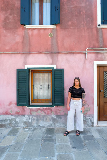 street photography of woman on pink wall Venice Venice, Italy Burano Italy City Cityscape Woman Woman Portrait Woman Power Built Structure Building Exterior Architecture Real People Standing One Person Lifestyles Day Building Casual Clothing Outdoors Full Length Looking At Camera Front View Portrait Leisure Activity Window Entrance Young Adult Women Pink Color Pink Model Beautiful Woman Streetphotography Girl Girl Power Fashion Fashion Model
