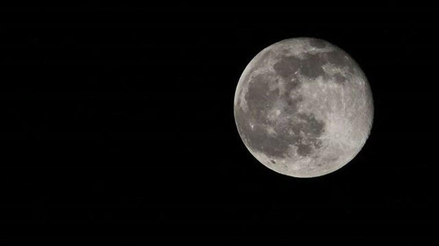 The brightest thing in the night sky Moon . MyClick Moon Fullmoon Brightinthesky Moonlight Beautiful Sky Nightsky Nightsthebest Cool Silence Ig_nightphotography Nightclicks Natgeo Natgeotravel