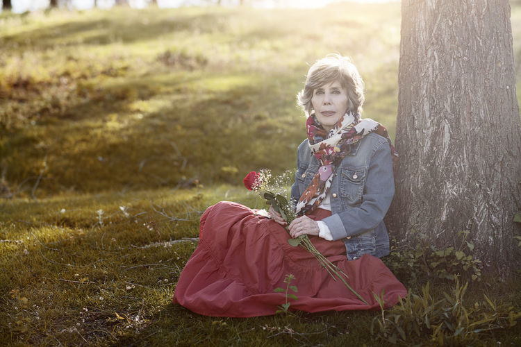 Nature Pensive Portrait Of A Woman Retired Solitary Tranquility Widow Beautiful Woman Flower Grandmother Grass Hopes And Dreams Illusion Mature Women Memory Outdoors Retirement Senior Senior Women Smiling Tree Woman Portrait Yearning