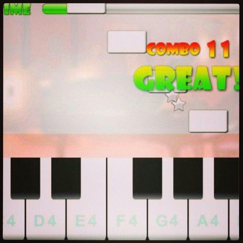 me sentindo uma pianista profissa com esse app kk *-* Pianomaster