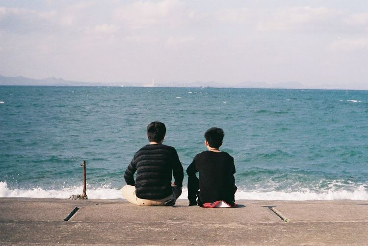 Pentax SpII FujicolorC200 OKINAWA, JAPAN Sky Water Sea Beach Boys Friendship Sitting