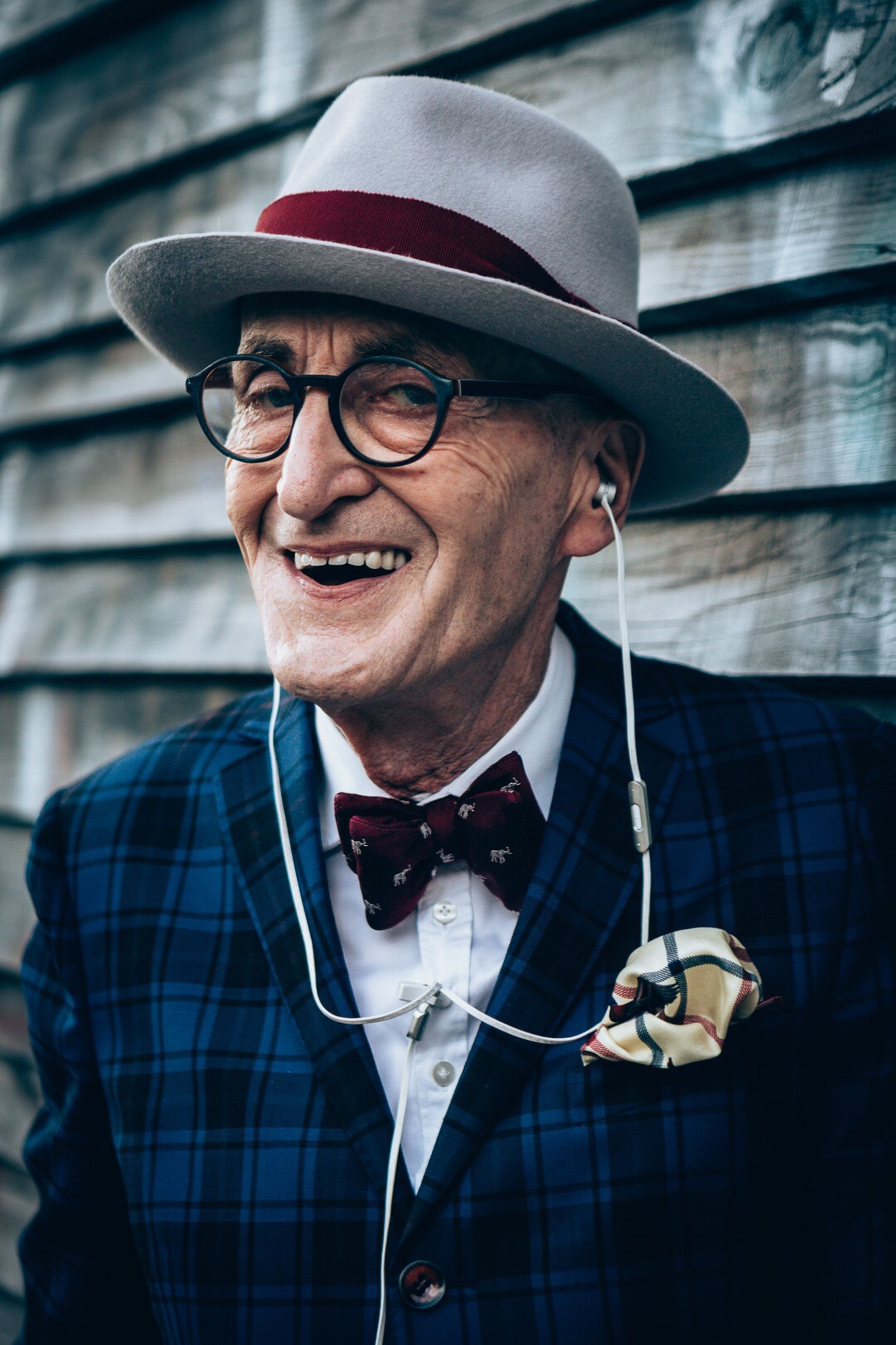 hat, real people, lifestyles, eyeglasses, one person, outdoors, portrait, smiling, day, happiness