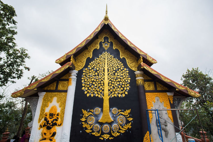 วัดพระณาน ลำปาง Art Art Of Wall Budding Cloudy Day Gold Handmade Lampang | Thailand Landscape No People Outdoors Religion Sky Temple Thailand Tree Yellow