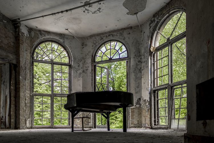 Architecture Details Baufällig Broken Glass Fenster Hidden Places Instrument Keyboard Klavier Piano Ruined Verlassen Verlassene Orte Window