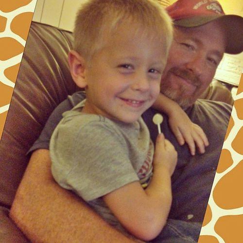 Yay! Daddy's home from work! 🔨🕔 Welovedaddy Hardworkingman Davis Jake 💙
