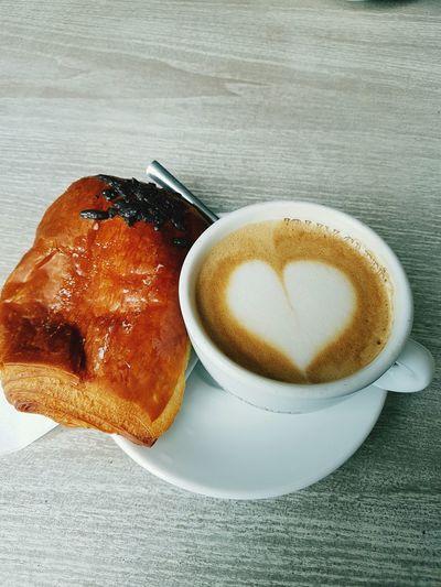 Giorno Colazione Cappuccino Briose De Ciocolata!!! Buonissimo.