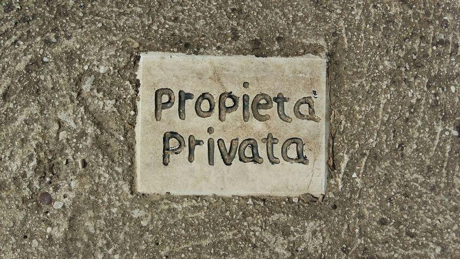 Showing Imperfection Proprietà Privata Private Property Errori Grammaticali Mistake Mistakes  Parole Parole Errate Words Floor