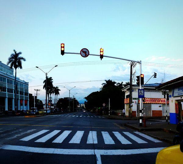 Calle 5 Breaking Dawn Cali Colombia ♥  Colombia Es Bella Amanecer En Cali