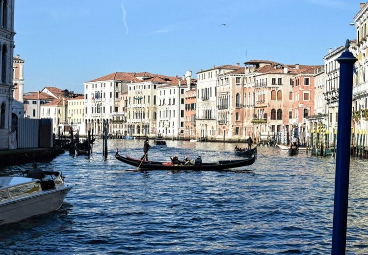 Venezia città tra storia e realtá che resta nel cuore. Scorci di cittá. Transportation Architecture Building Exterior Mode Of Transport Travel Nautical Vessel Canal Cultures Gondola - Traditional Boat Travel Destinations Water Built Structure Tourism City Wooden Post Outdoors Vacations Day Venice, Italy