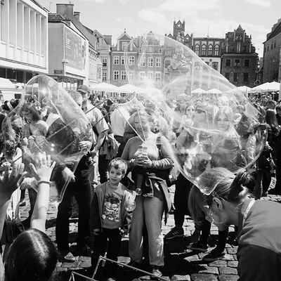 Dobrej nocy! Wspominany Fotografia Fotografiareportażowa Miłe Słowa Znajomego Lepetitmarseillais Poznań Bańkimydlane Goodnight Memories Photo Reportage Bubbles Children City Poznancity PhotographyismyLife Ilovewhatido Itwasonlyayear Instaphotographer Instapassion Instaphoto Instaday Instacity EwaJoannaMatczyńskaPhotography