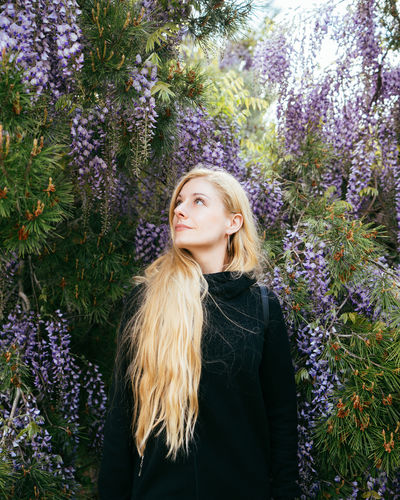 Hiding in the flowers This Is Natural Beauty Plant Hair One Person Flower Blond Hair Young Adult Flowering Plant Nature Hairstyle Growth Beauty Long Hair Women Young Women Tree Beautiful Woman Portrait Adult Beauty In Nature Purple Outdoors Contemplation