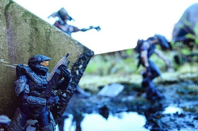 """""""We have activity on the north end sir""""..Toyonlocation Toy_nerds Toyoutsiders Halo Halo4 Halo5 Toddmcfarlane Toy_Epic Mcfarlanetoys Capturedplastic Toyphotography _tyton_ Ata_dreadnoughts Masterchief Julmdama Didact SpartanSoldier Photooftheday Videogames Comiccon Actionfigures Collectable Toycommunity Epictoyart"""