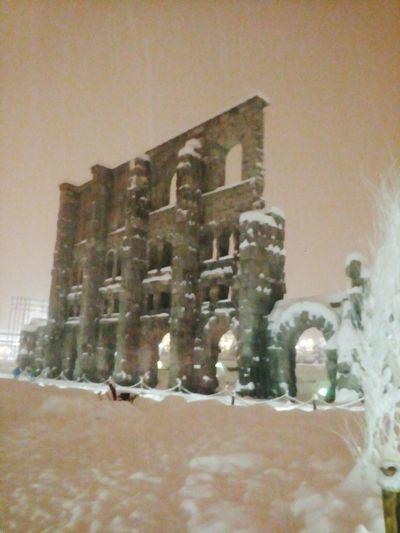Suggestione con la neve. Aosta cittá. #monumento #architettura Winter Architecture Built Structure Snow Cold Temperature Building Exterior No People
