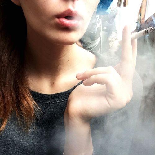 Давай потеряемся с тобой в дыме🚬🌸💨 мысливслух курениеубивает такявижумир молодость ябудувечномолодым вечнопьяным некурителучше 😚 First Eyeem Photo