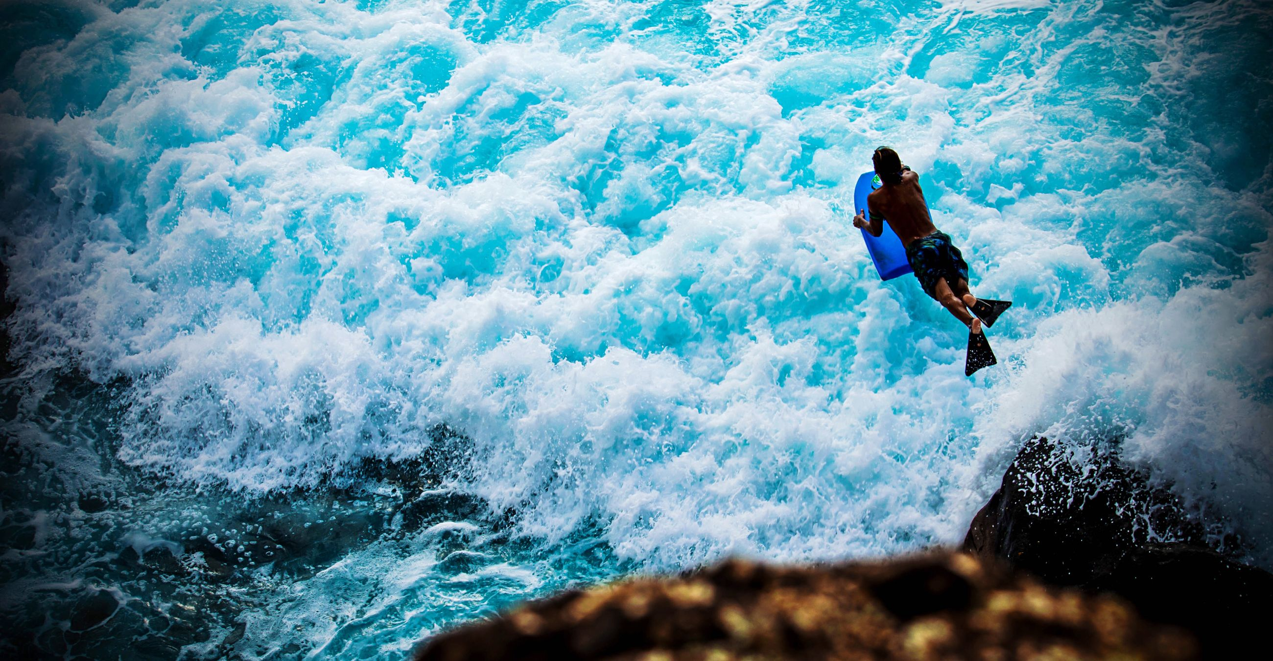 lifestyles, leisure activity, men, water, adventure, extreme sports, sport, enjoyment, vacations, motion, full length, skill, recreational pursuit, activity, fun, water sport, surfing