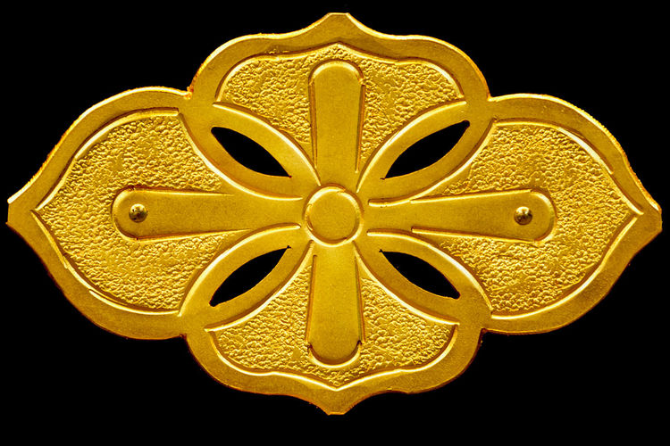 Glitter Decoration Design Beautiful Color Golden Gold Metal Vintage Retro Craft Classic Buddhism Place Of Worship Ceremony Japanese Style Japanese Culture Temple Regards Plate Floral Textures And Surfaces Pattern Vintage Furniture Handmade