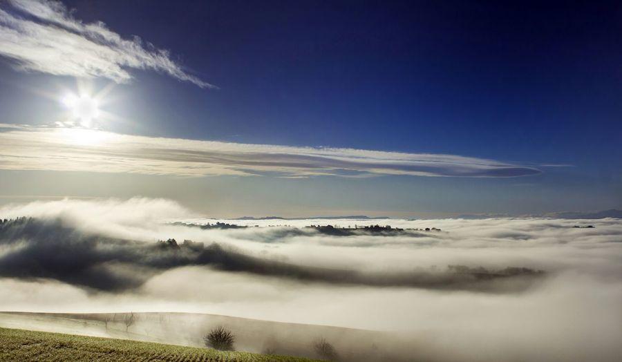 Idyllic view of sunbeam falling on cloudscape
