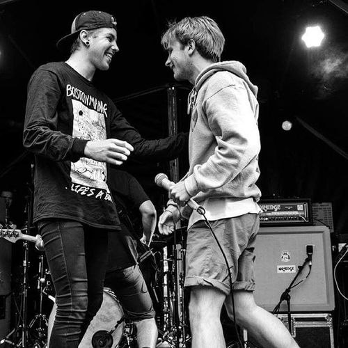 Alex Costello from @roamuk on stage with @pattyxwalters yesterday at Slam Dunk Midlands ©Clara Parisi Photography - Pattywalters Asitis Roam Alexcostello Slamdunkfestival Macbethstage Claraparisiphotography Musicphotography Famusmagazine Monochrome Blackandwhite