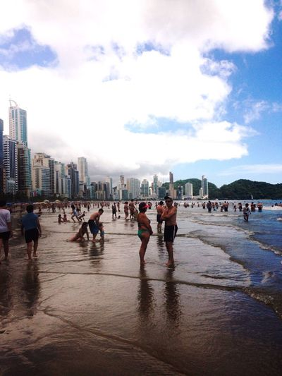 Hi guys im in brazil now!! This country is amazing! Lovely ?✌️