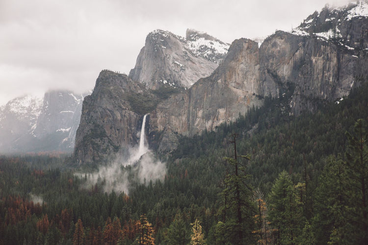 Beauty In Nature Cloudy Day Landscape Mist Mountain Mountains Nature Nature No People Outdoors Rainy Scenery Scenics Sky Tree Water Waterfall Yosemite Yosemite National Park Yosemite Valley The Great Outdoors - 2017 EyeEm Awards