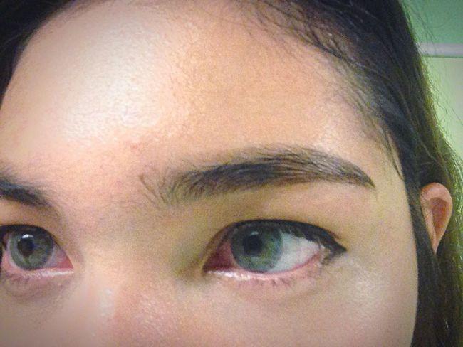Eyebrow Selfie Eyeblue Contact Lens