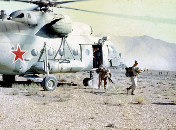 СССР Udssr Afghanistan афганистан ОКСВА Millitary Вертолет Helicopter Ми-8 Mi-8 десантирование lAnding 1986