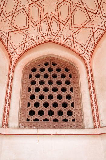 Architecture detail inside the Humayun's Tomb, built by Hamida Banu Begun in 1565-72, Delhi, India ASIA Delhi Empire Humayun India Persian Unesco Architecture Emperor Grave Heritage Historic History Islam Mausoleum Moghul Mogul Mughal Old Palace Stone Tomb Wall - Building Feature Window